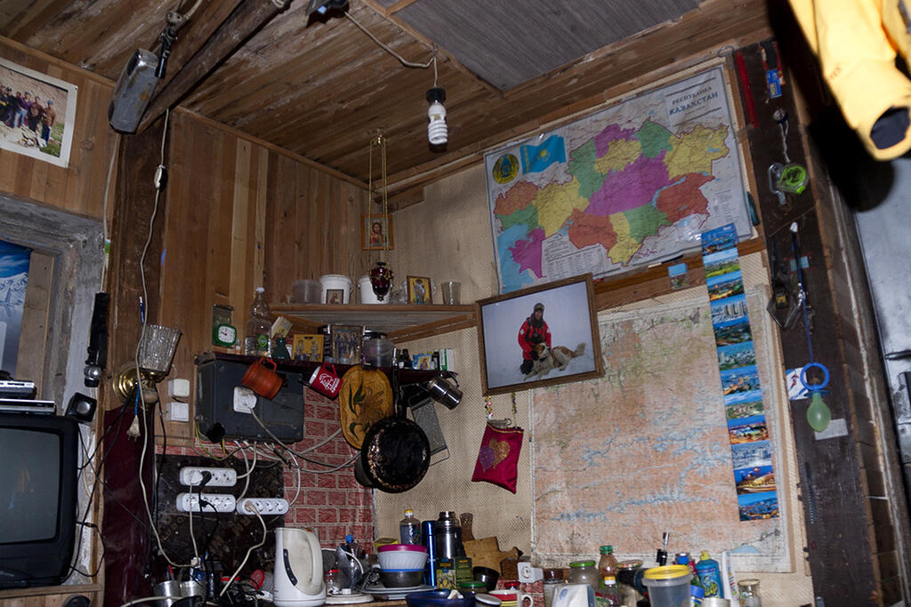 Mountain guides office