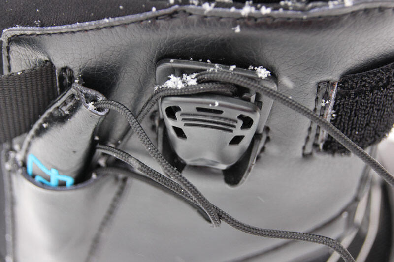 Deeluxe XV Extreme splitboard boot lacing protection