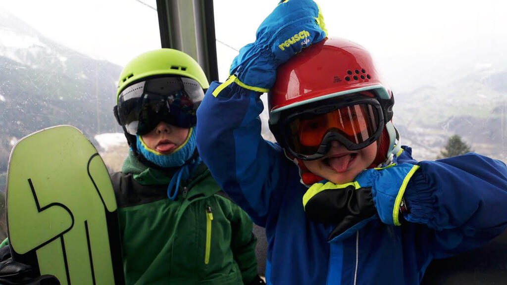 Free Kids in the cable car