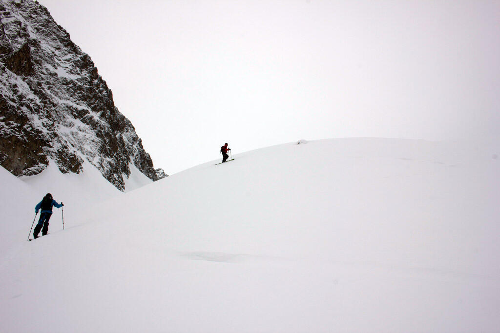 Splitboard ascent with safety distance
