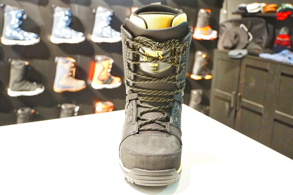 Jones Intuition Boot front