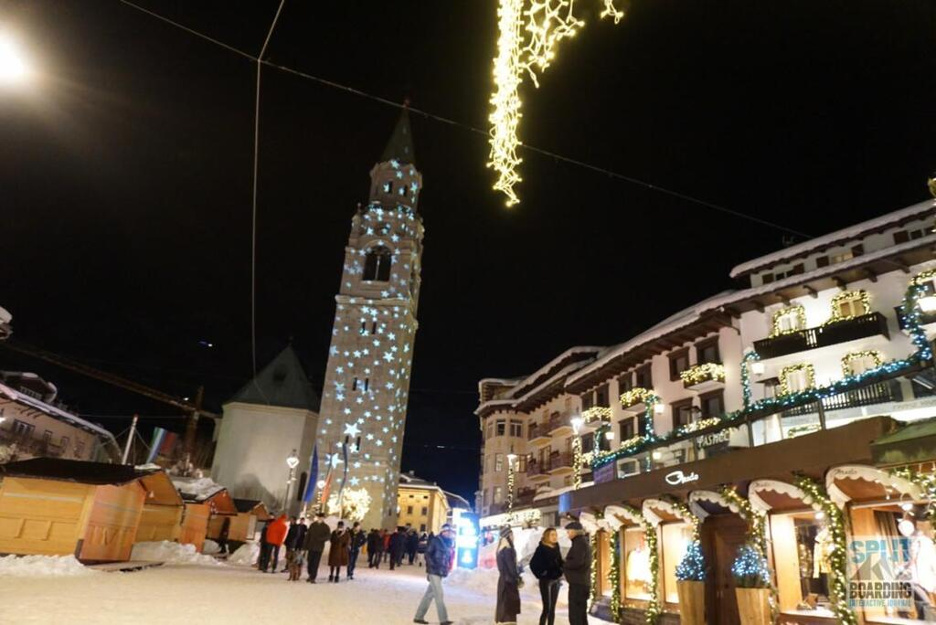 Angestrahlte Kirche in Cortina