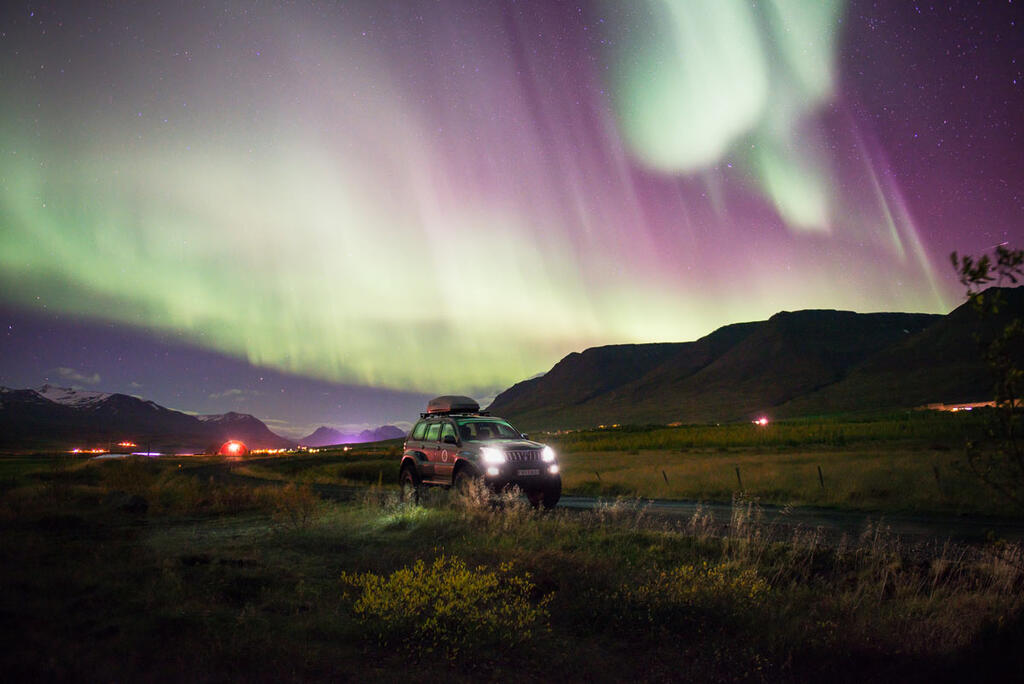 Splitboard Expeditions at the Arctic Circle, Northern Lights beside the city