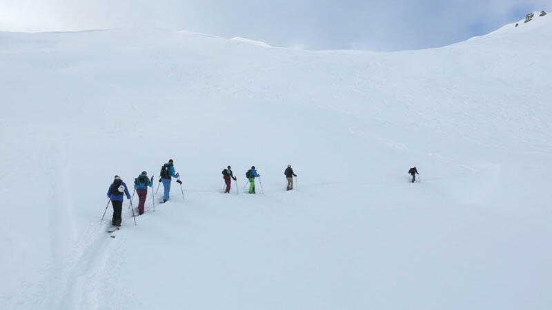 Splitboard group ascending