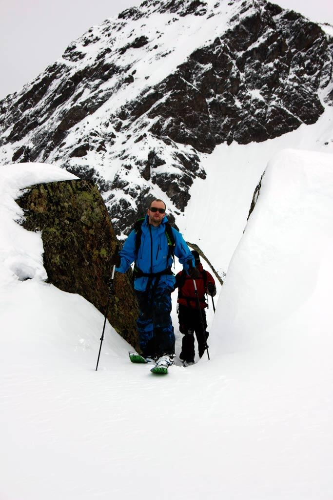 Crossing Mountains with the splitboard