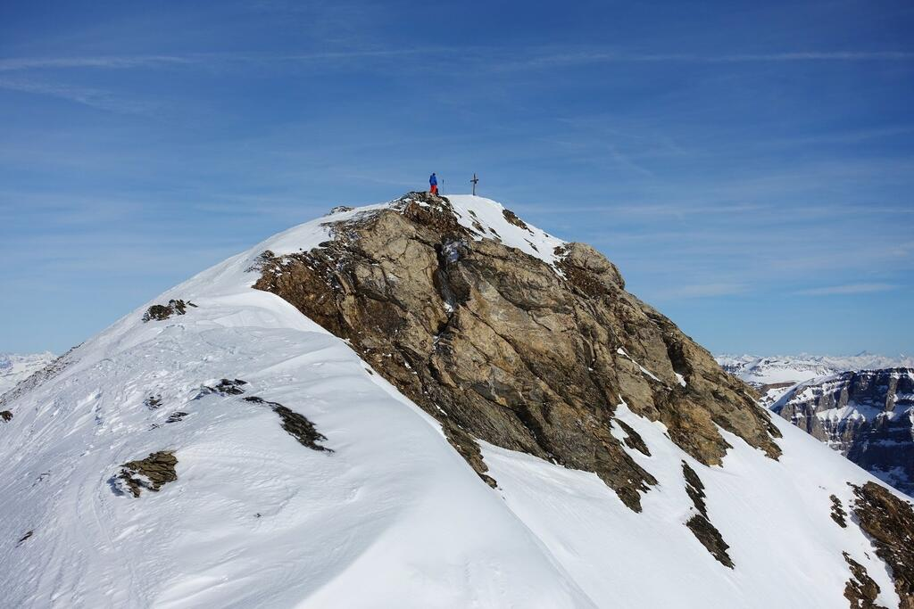 The summit of the Gemsfairenstock seen from its W ridge