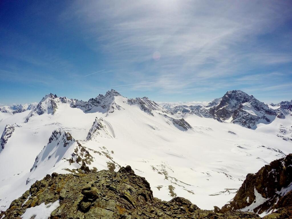 View from the Ochsenkopf. Magnificent view of Dreiländerspitze and Piz Buin.