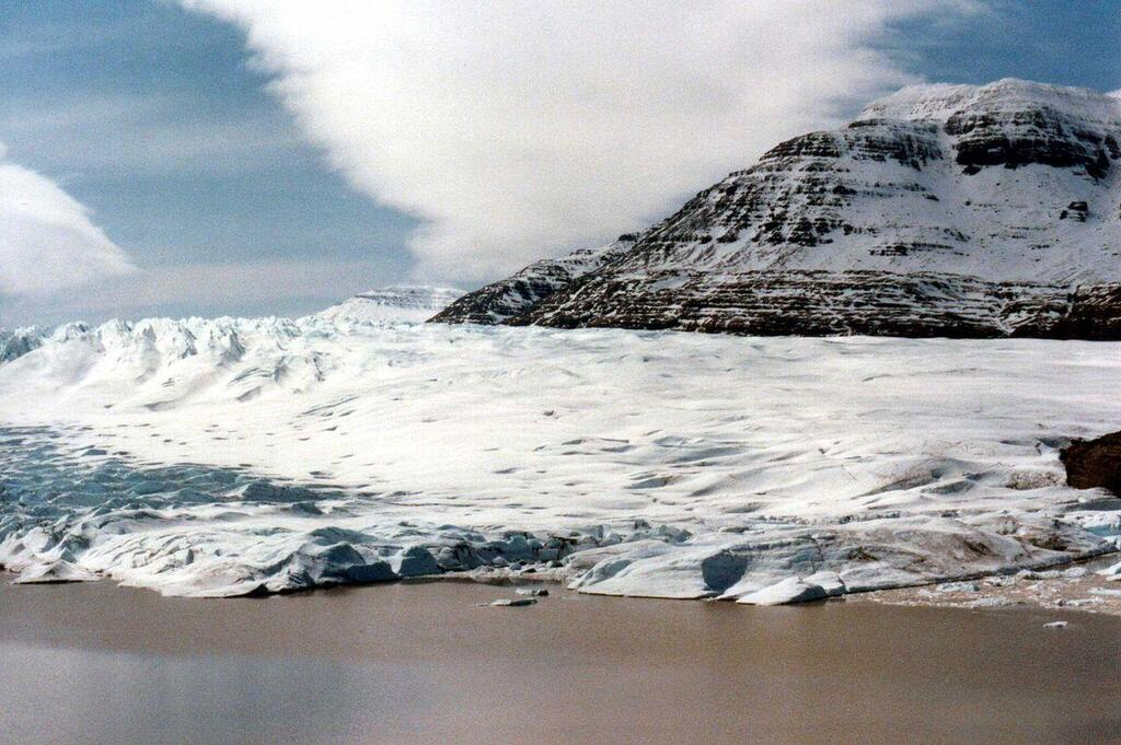 Cook Glacier - Kerguelen (1983). Photo courtesy of B.Navez. CC BY-SA 3.0