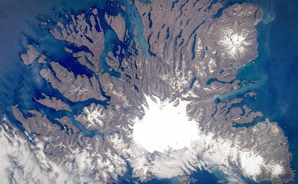 Kerguelen - Image courtesy of NASA: ISS005-E-21805