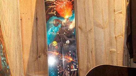 Special Art by American artist on this splitboard