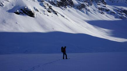 Splitboarding at Arlberg crossing the lake