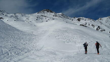The last slopes to ski depot, summit in sight. Splitboard /  Skitour / Snowboardtour