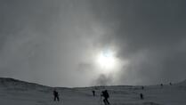 Traverse just before the summit of Kempen, backcountry skiing Snowboardtours