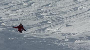 Descent through beautiful powder, Splitboard, backcountry area, Snowboardtouren